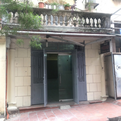 Cho thuê tầng 1 nhà mặt phố số 78A Phó Đức Chính, Ba Đình, Hà Nội.